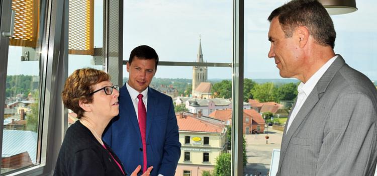 Vēstniece Petita, Cēsu mērs Rozenbergs un Juris žagars.